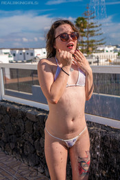 bea-triss-wet-and-wild-119