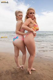 beth-m-dolly-p-busty-beach-duo-116