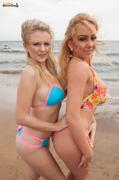 beth-m-dolly-p-busty-beach-duo-117