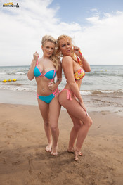 beth-m-dolly-p-busty-beach-duo-122