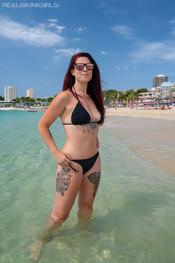 charlotte-topless-public-beach-189
