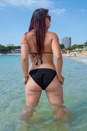 charlotte-topless-public-beach-192