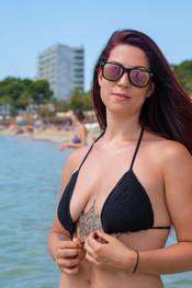 charlotte-topless-public-beach-201