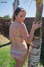 courtney-stripey-bikini-111