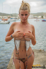 fauve-d-snaked-topless-12
