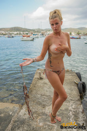 fauve-d-snaked-topless-16