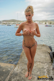 fauve-d-snaked-topless-19