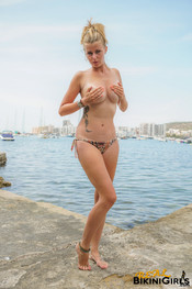 fauve-d-snaked-topless-26