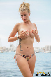 fauve-d-snaked-topless-27