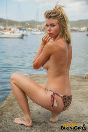 fauve-d-snaked-topless-28