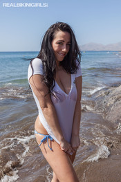 kelly-w-wet-tshirt-sea-120