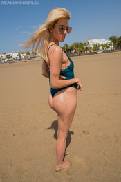 marie-slippery-sand-106