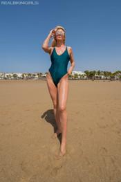 marie-slippery-sand-111