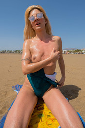 marie-slippery-sand-150