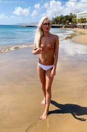 miah-totally-topless-121