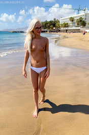 miah-totally-topless-123