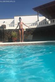 sam-tia-jo-hanna-pool-competition-111