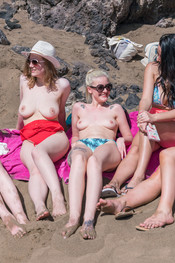 topless-beach-106