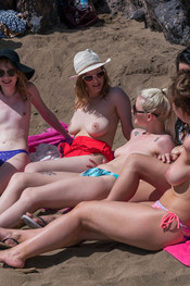 topless-beach-123