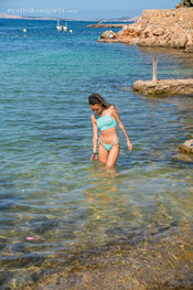 vicky-topless-in-the-sea-108